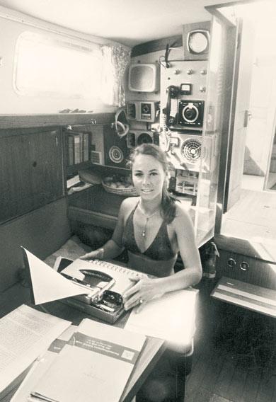 Beate Kammler an Bord der Mauna Kea, 1973